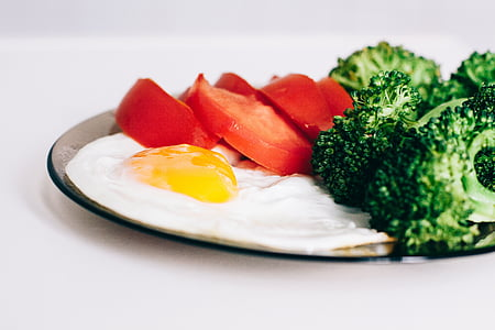 friend egg, broccoli, and sliced tomato plate