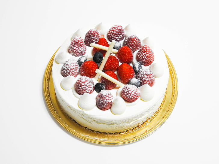 round cake with white icing and strawberries