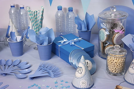 disposable plastic spoon, fork, and cups party set
