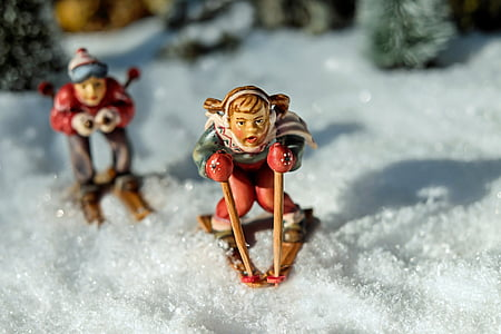 two person on ski blades ceramic figurine