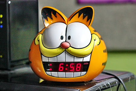 Garfield-themed digital clock reading at 6:58
