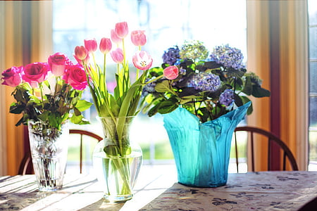 flowers in vase table decors