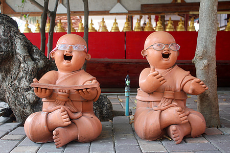 two baby statues