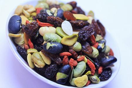 beans in white bowl