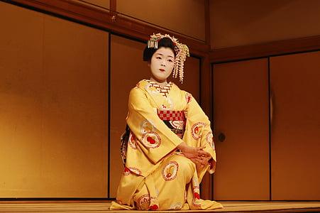 woman wearing chinese dress