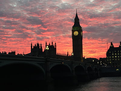 Elizabeth's Tower, London during golden hour
