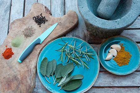 grey handle knife beside round blue ceramic plate